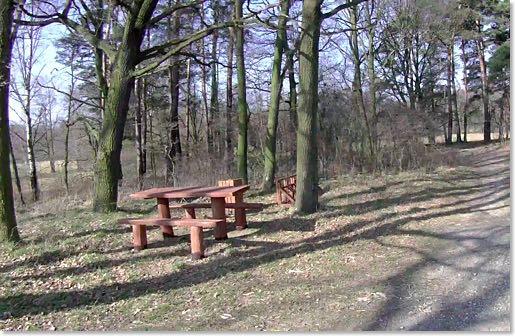 Osolin: leśny przystanek rowerowy.